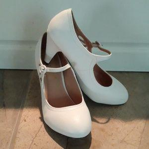 Chase + Chloe White Vintage Style Heels Size 7